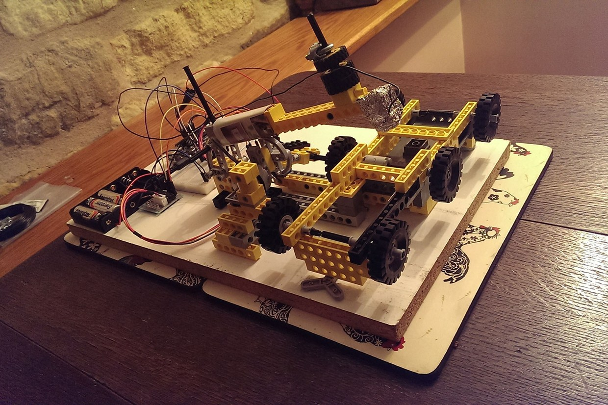 Awesome LEGO robot plays iPad games