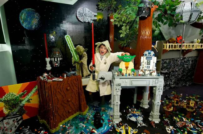 Awesome LEGO Star Wars bedroom!