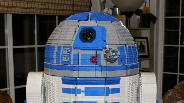 Incredible LEGO R2-D2 really works!