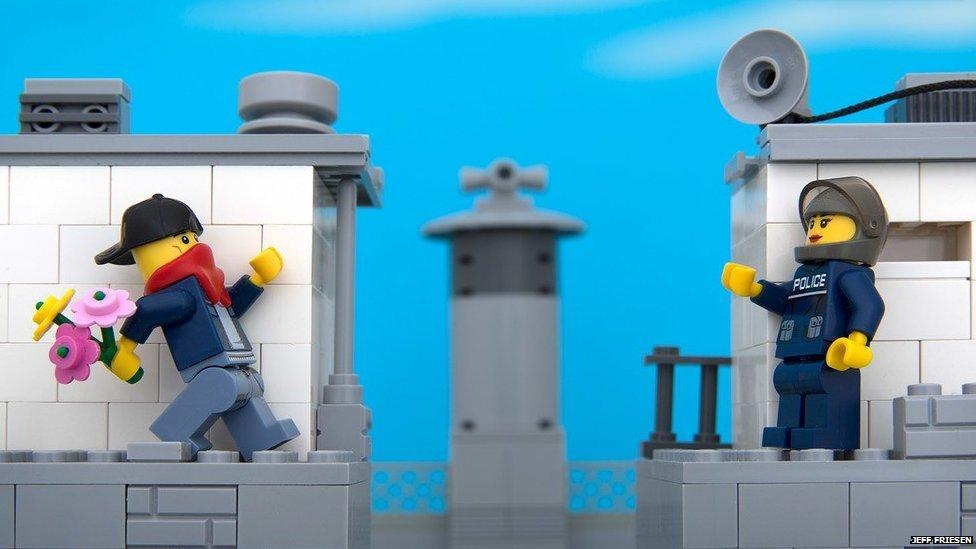 Lego Banksy 03