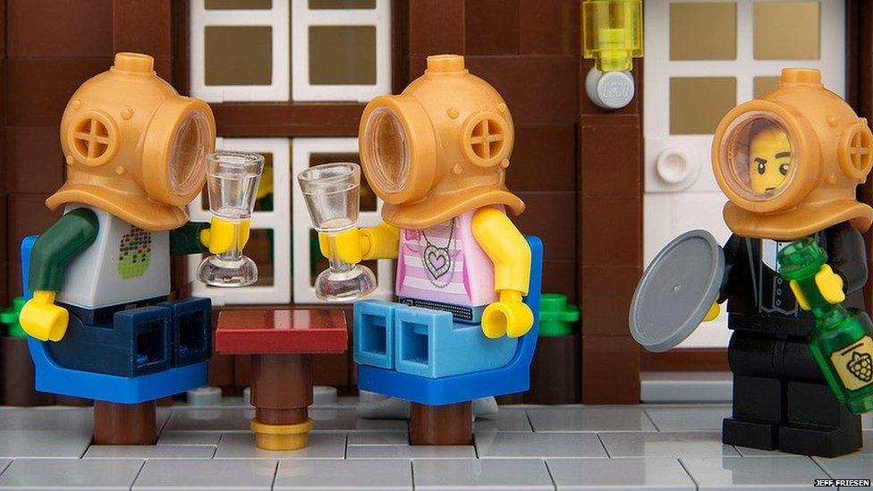 Lego Banksy 05