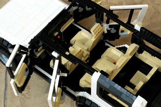 LEGO Land Rover 02