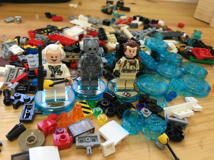 Ghostbusters and Cyberman minifigures unboxed